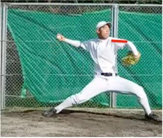左手が上がり終えたときに肘が肩と同じくらいの高さになっているか