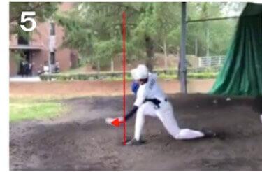 リリースポイントがバッター寄りになるとそれだけピッチャーとして有利になるのですが、このピッチャーの場合、かなり体の近くになってしまっています。リリースポイントを前にすることのメリットについては前田健太投手も意識しているというエクステンションの説明を使って解説してますのでそちらをご覧ください。