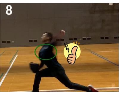リリース直前の腕のしなりが小さくなってしまい、腕をフルに加速することができなくなっています。