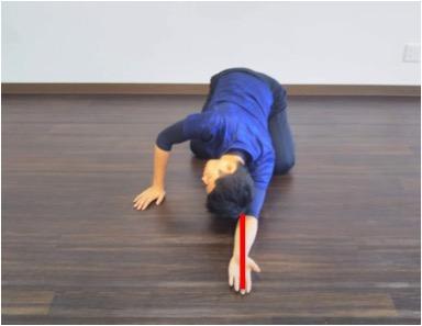 腕の位置を変えると伸びる場所が変わるので特に固い位置を見つけて重点的に伸ばそう