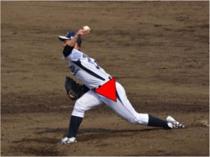 体重移動〜回転運動で骨盤は前に大きく傾いていきます。  この骨盤の傾きがあることでステップ足が着地したときに前足に体重が乗りやすくなり、回転運動をしやすくなります。